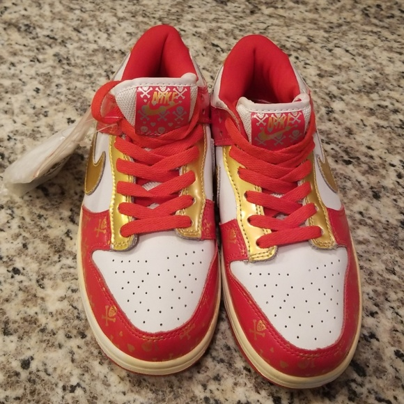 the best attitude 17937 0cb82 Nike Dunk Low Women Red Skulls White Gold Size 7. M 5afe0348d39ca23ab665032e